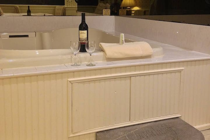 The Chambery Inn: La Savoie - Deluxe Jacuzzi Suite
