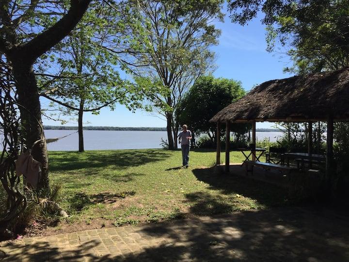 Argentina, Casa sobre el Rio. En alquiler/venta