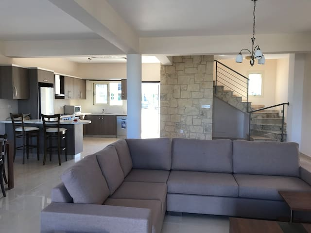 New comfort 5 bedrooms villa near sea in Paphos B