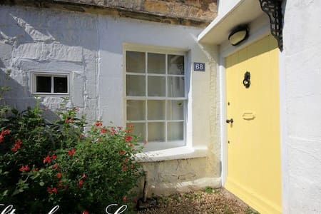 Stonehouse Cottage- charming period cottage, Bath.