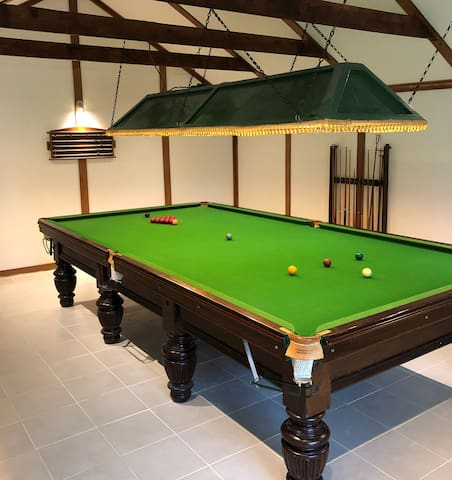 Farmhouse with Full Size Snooker & Table Tennis
