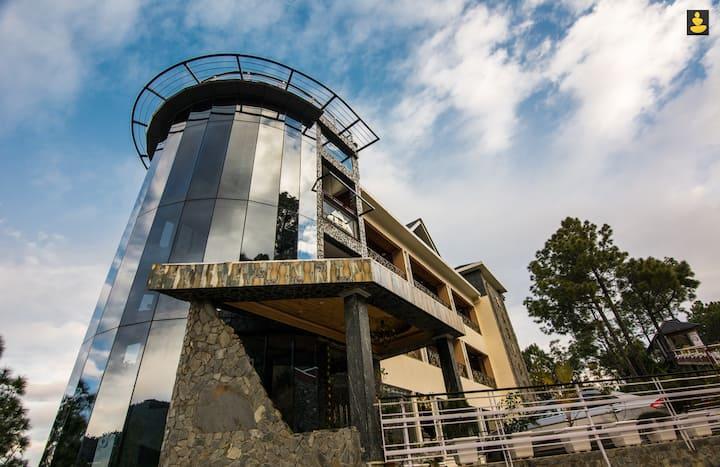 LivingStone| Mountain Retreat Chail | Premium Room