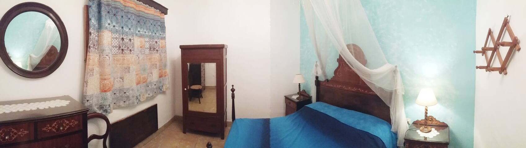Habitación pequeña con encanto