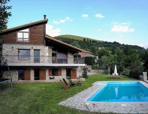 Traditional Luxury villa Parnassos