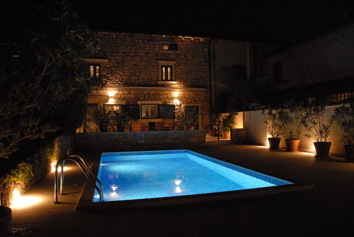 **** Old Stonehouse with Swimming pool **** - Svetivicenat  - House
