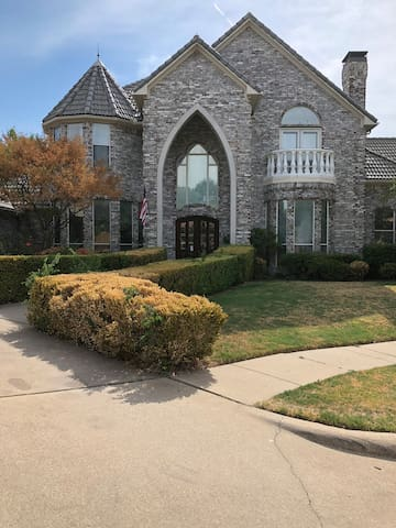 Nice decent room in Coppell $49/Person Extra $10/P
