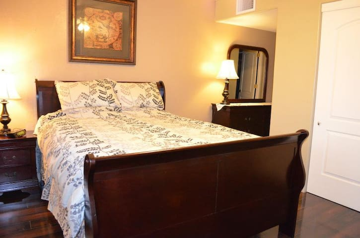 Nice Room w/Private Bath Near Fort Huachuca & Mall