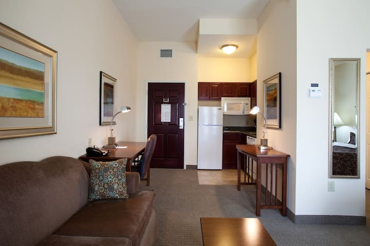 Studio Within Walking Distance to LSU Campus | On-Site Pool + Fitness Center