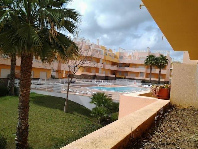 Chambre avec acces piscine - Conceição - Apartamento