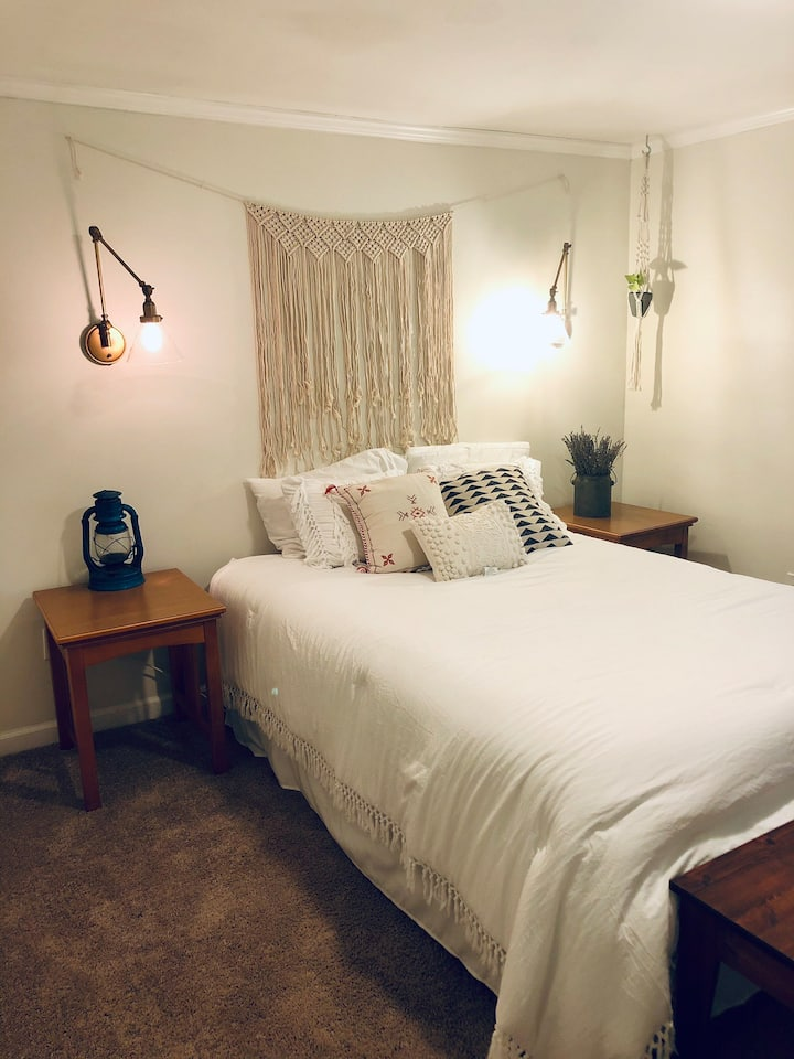 Charming Private Guest Suite-10 min to downtown