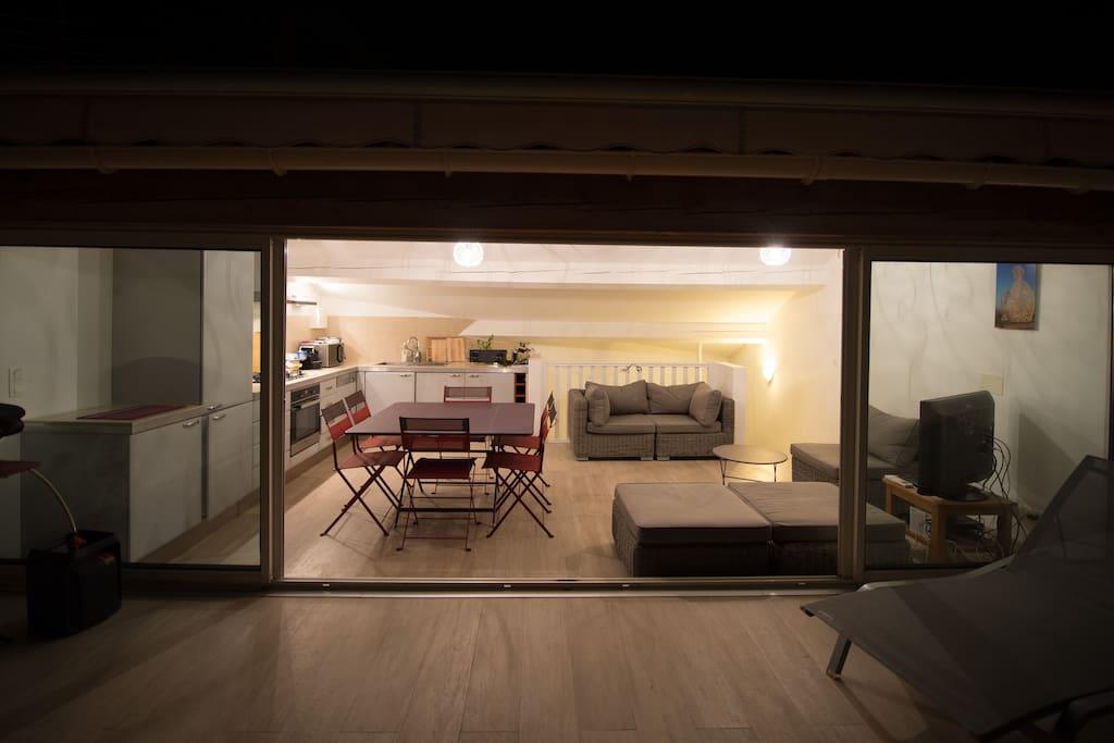 Séjour en mezzanine totalement vitré côté terrasse
