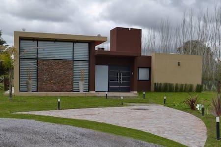 Casa En Country Bº Cerrado La Plata - La Plata - Casa