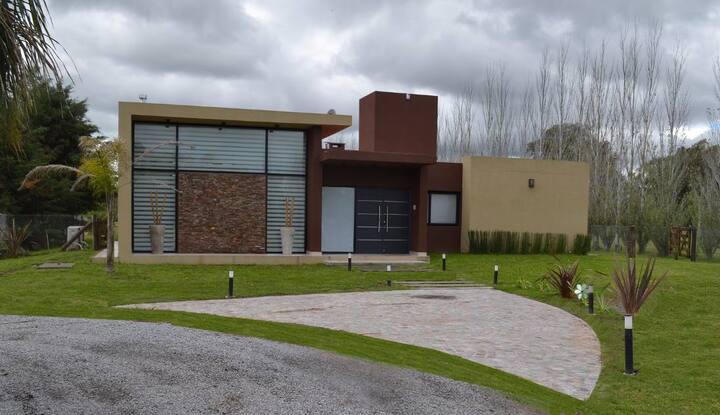Casa En Country Bº Cerrado La Plata