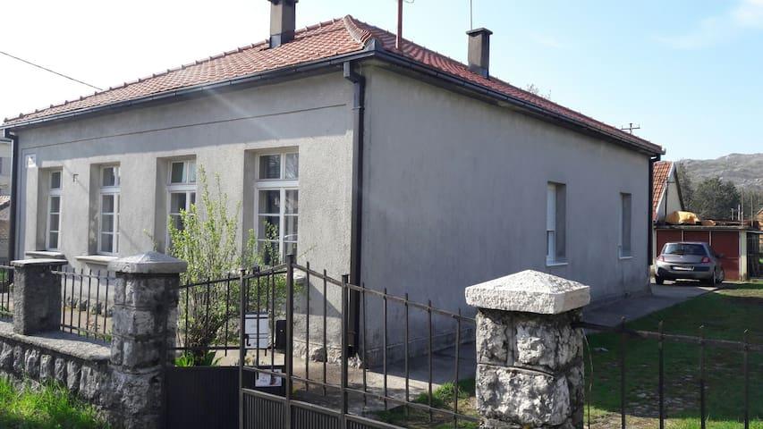Martinović family house - Cetinje - Casa