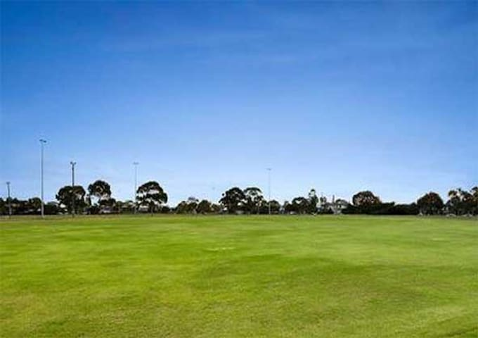 Parks and tranquility close to Melbourne CBD