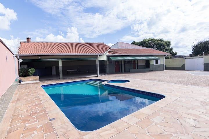 Casa com Piscina e Churrasqueira Pq Santa Bárbara