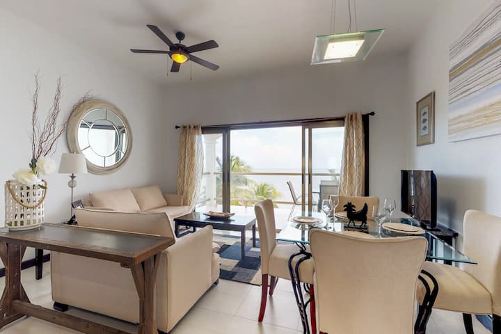 Beachfront condo with ocean views, WiFi, partial AC & shared pool/dock/kayaks!