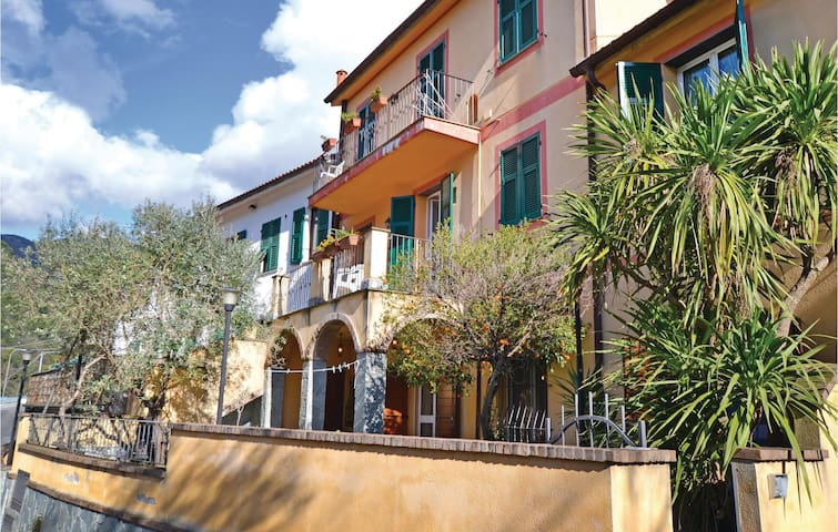 Holiday apartment with 2 bedrooms on 120m² in Recco (GE)