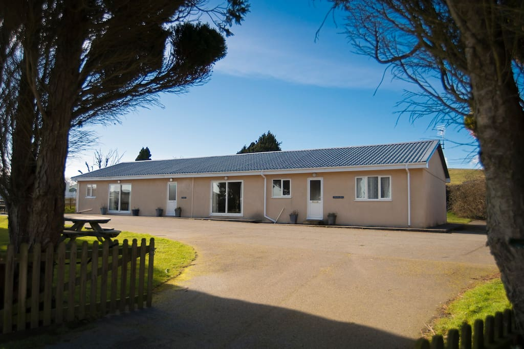 Contemporary Bungalow on the Llyn Peninsula, looking out to Cardigan bay, close to stunning beaches and only minutes from a nine hole golf course.