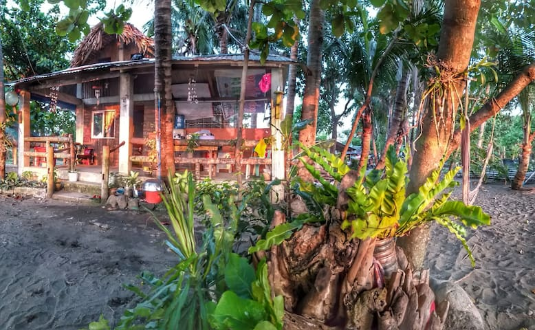 Pagudpud Backpacker's Beach House