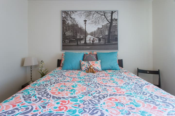 **BEAUTIFUL PRIVATE BEDROOM** - Costa Mesa - Flat