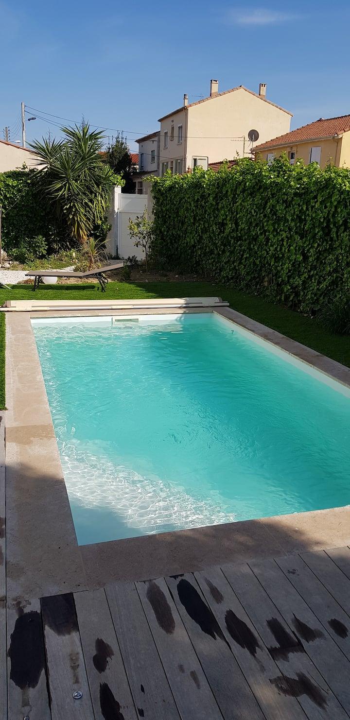 maison conviviale piscine chauffée centre-ville !
