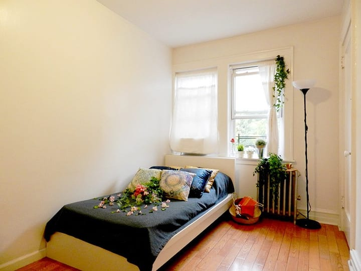 RM 4 mins from 90 St station near Grand Central Midtown