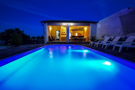 Luxury A1 Apartment Mihic with pool - Vodice - Wohnung
