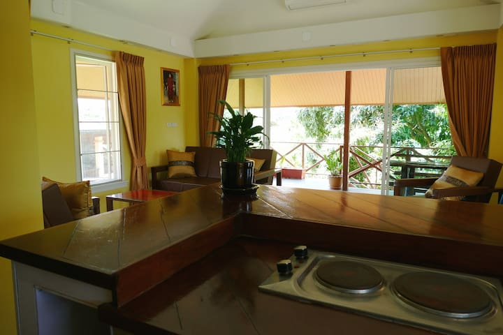 Itsaris Guest House , 2 bedroom apartment +veranda