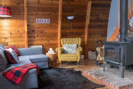 The Antler Hideaway - Cozy Cabin Sunshine Valley