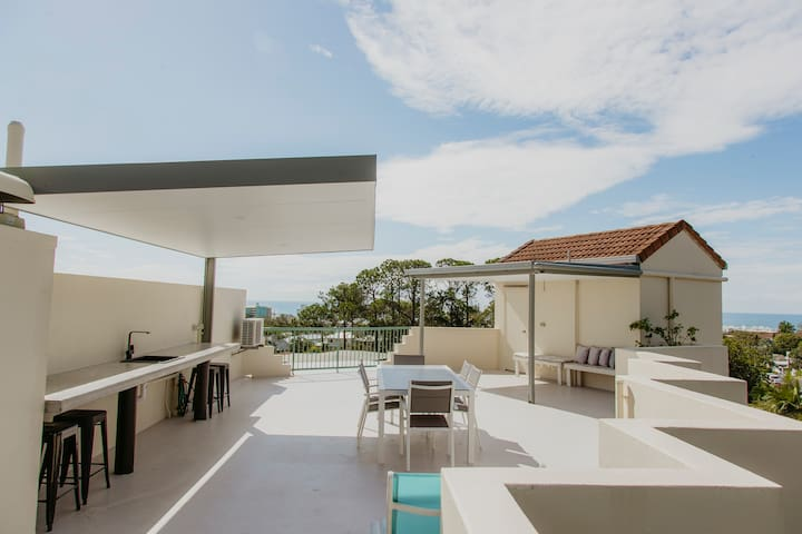Ocean views, quiet, private rooftop