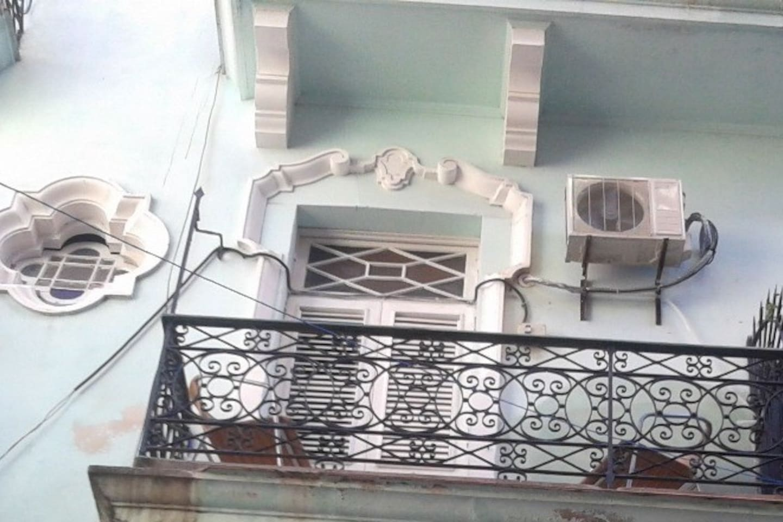 Vista del balcon desde abajo / Balcony