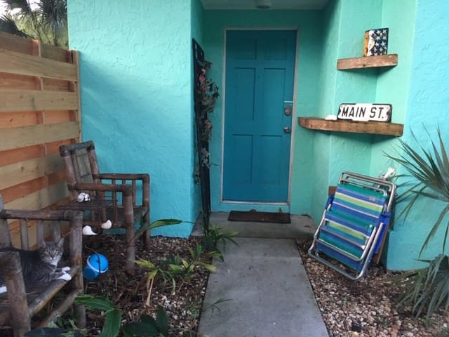 Siesta Key Bungalow with beach bikes!
