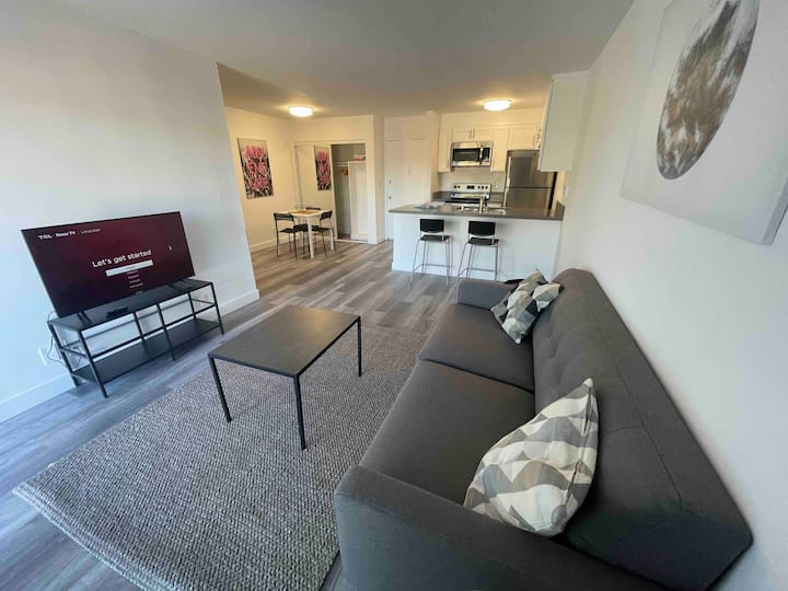 Spacious 1BD/1BA with Great View, Gym, Pool, BBQ