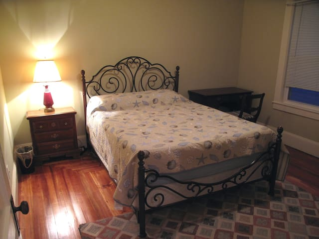 Private Room on Main Street I - Nashua - Apartamento