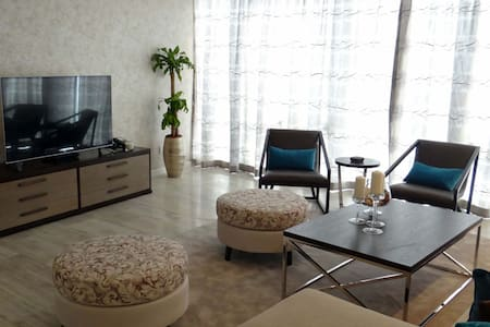 Signature Holiday Homes- Luxury 3 Bedroom Apartment, D1 Residences (301) - Dubai - Appartement