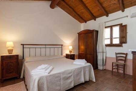 B&B Monte Lora camera corbezzolo - San Vito - 家庭式旅館