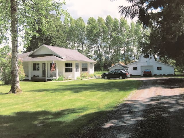 New! Unique 3 Bedroom Home on 3 Acres in Sandpoint - Sandpoint - Ház