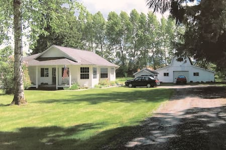 New! Unique 3 Bedroom Home on 3 Acres in Sandpoint - Sandpoint - Talo