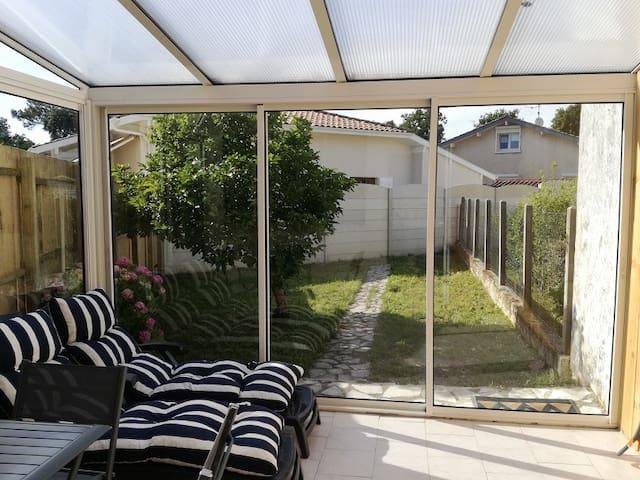 appartement / maison T2 avec jardin proche plages