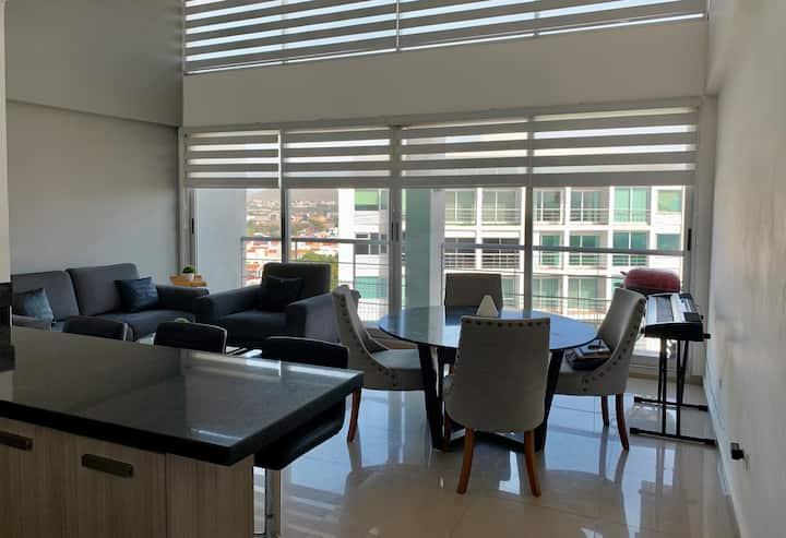 Penthouse totalmente equipado, excelente vista.