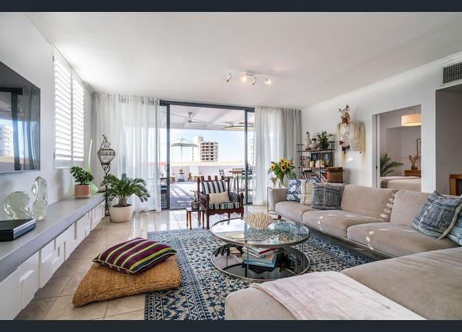 Luxe 3 Bedroom Rooftop Beachside Apartment