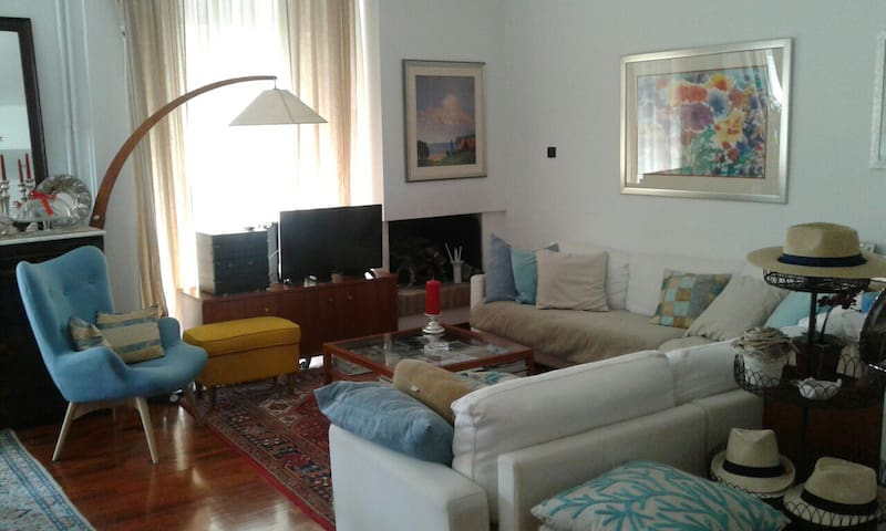 cozy APARTMENT NEXT TO THE AIRPORT ATHENS