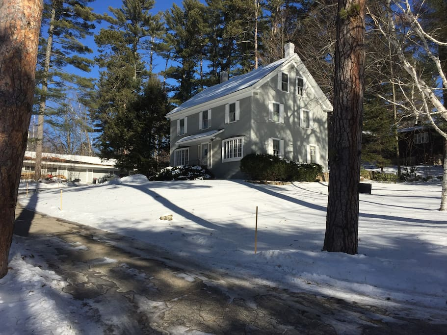 Beautiful 2 acre property with attached guest house in back