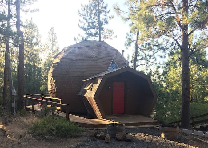 Kemple Dome Cabin -- a must experience!