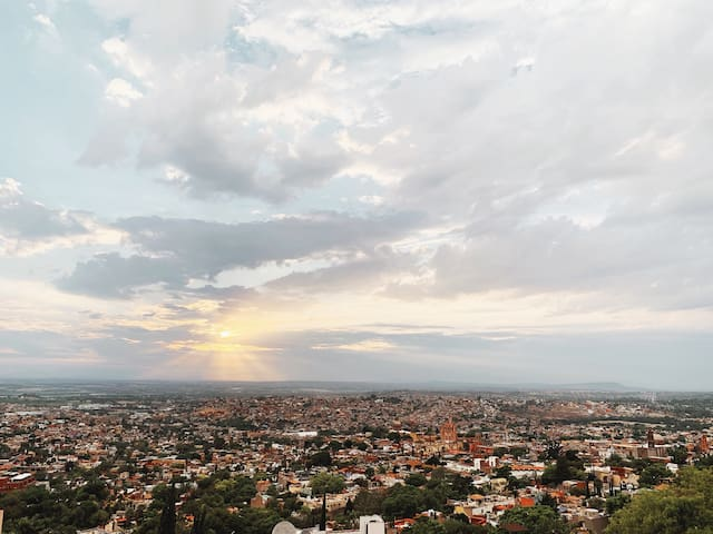 Gorgeous views to enjoy from the rooftop terrace! If you´re lucky, you´ll get an amazing sunset and some fireworks over the Parroquia, which is often.