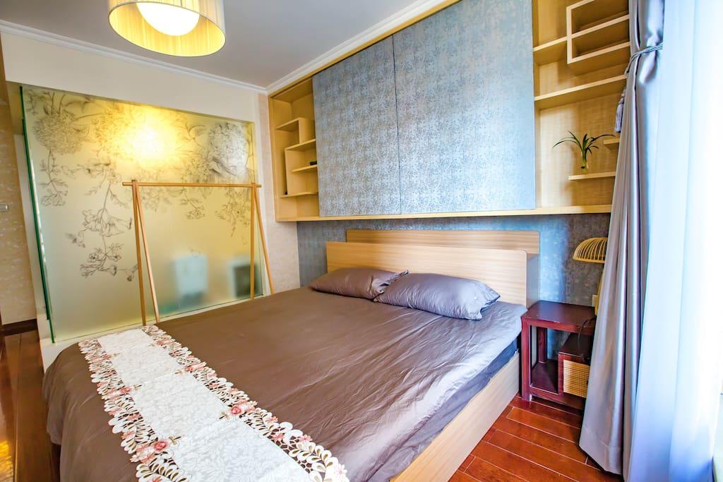 主卧1.8*2米的大床
