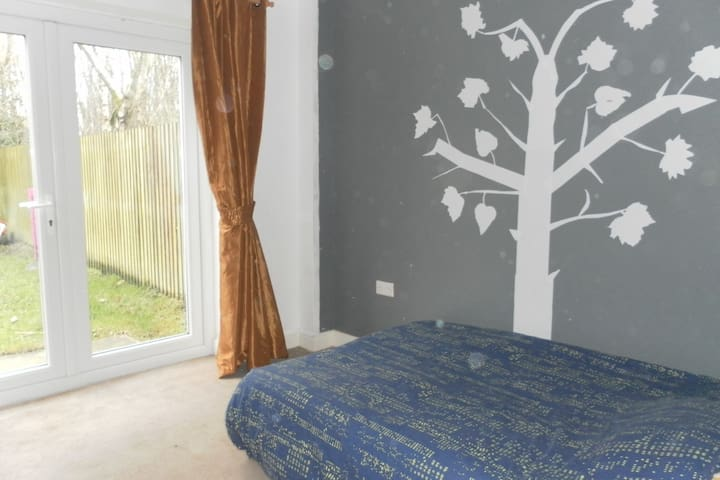 Independent double room and shower - Leigh - Hus