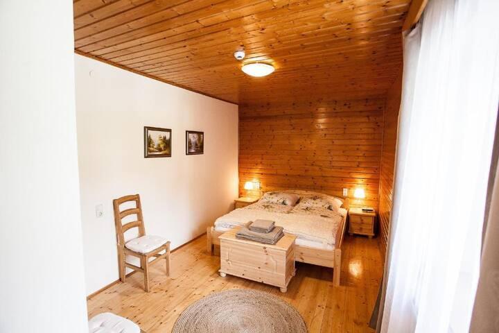 Appartment für 4 Personen mit Bad und Balkon