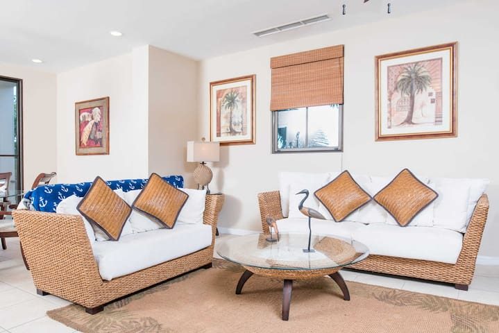 Gorgeous stylish 3 bedroom Pacifico condo